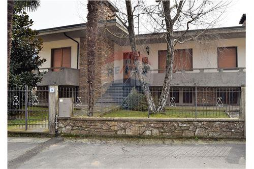 Vai alla scheda: Ufficio Vendita Bagni di Lucca