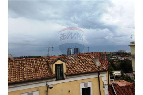salerno vendita quart: zona industriale san leonardo re-max-incentro
