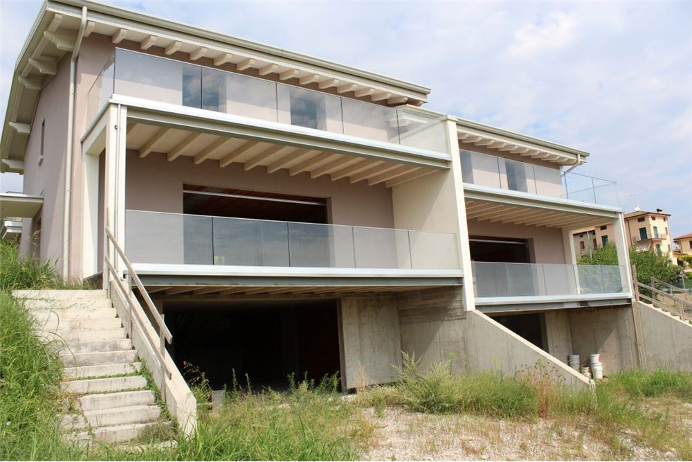 Villa Bifamiliare in Vendita a Polpenazze del Garda