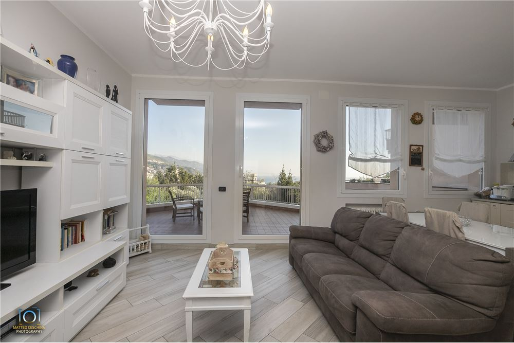 Appartamento in vendita a Arenzano, 8 locali, zona Località: PinetadiArenzano, prezzo € 440.000 | CambioCasa.it