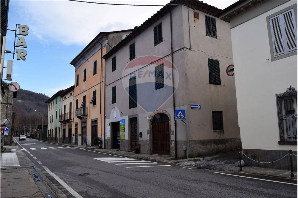 Appartamento in vendita a Borgo a Mozzano, 7 locali, zona Zona: Chifenti, prezzo € 130.000   CambioCasa.it
