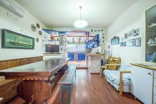 san pietro clarenza vendita quart:  re/max city home