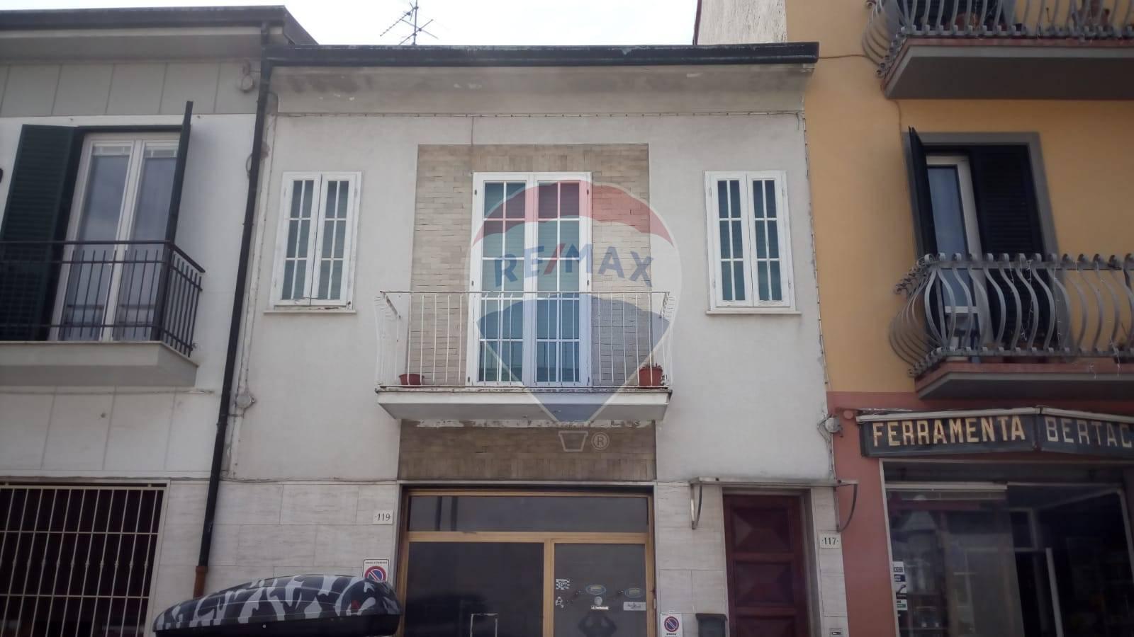 viareggio affitto quart:  re-max-quality-house