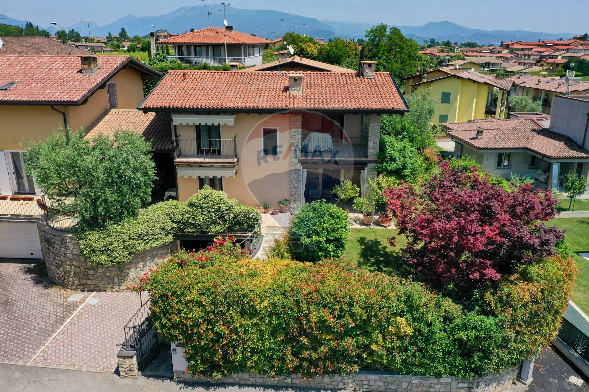 Villa Bifamiliare in Vendita a Moniga del Garda