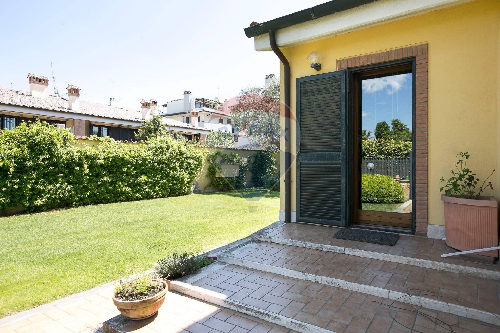 Villa a Schiera Roma Vendita € 328.000 zona 38 . Acilia ...