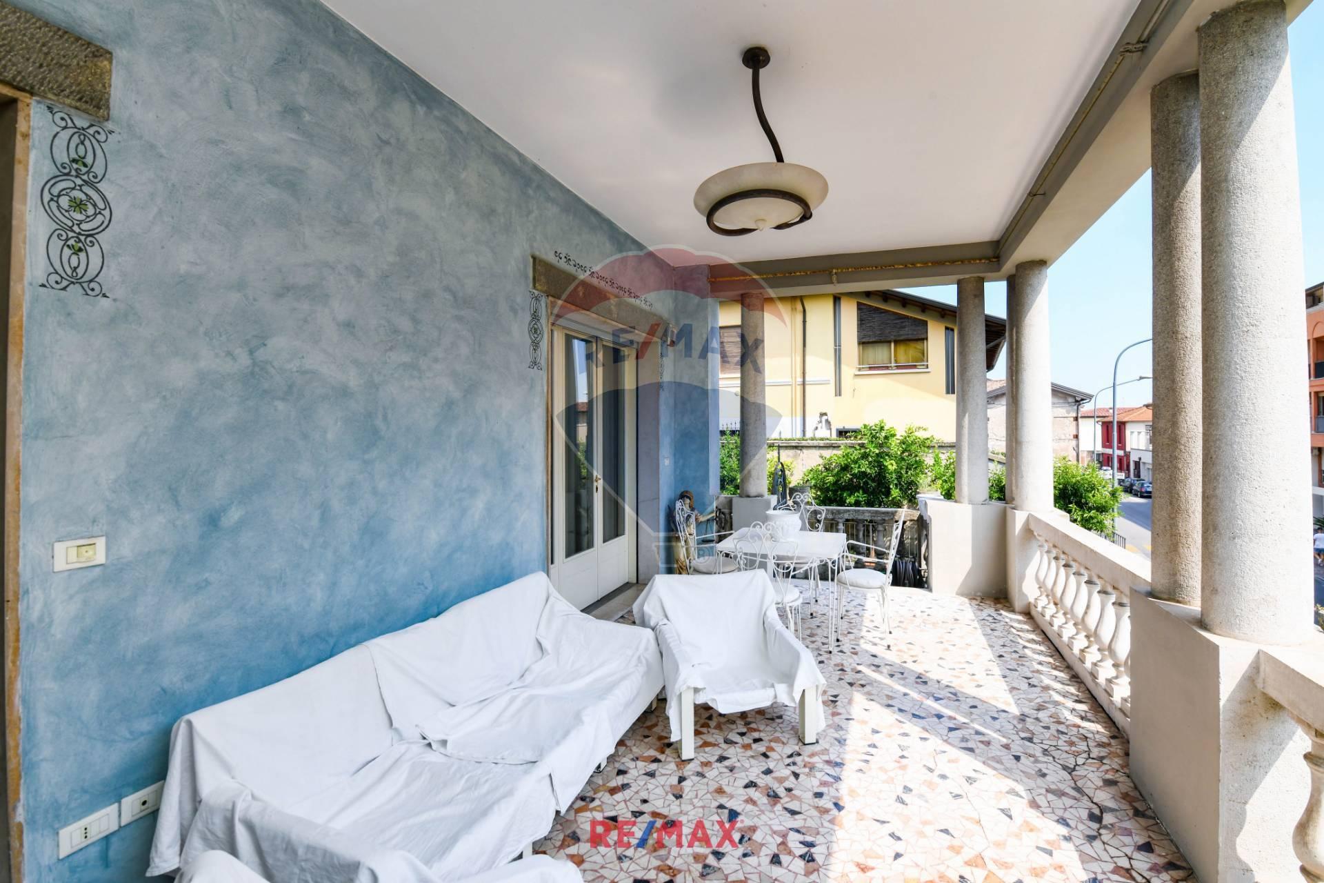 Appartamento in vendita a Salò, 6 locali, prezzo € 699.000 | CambioCasa.it