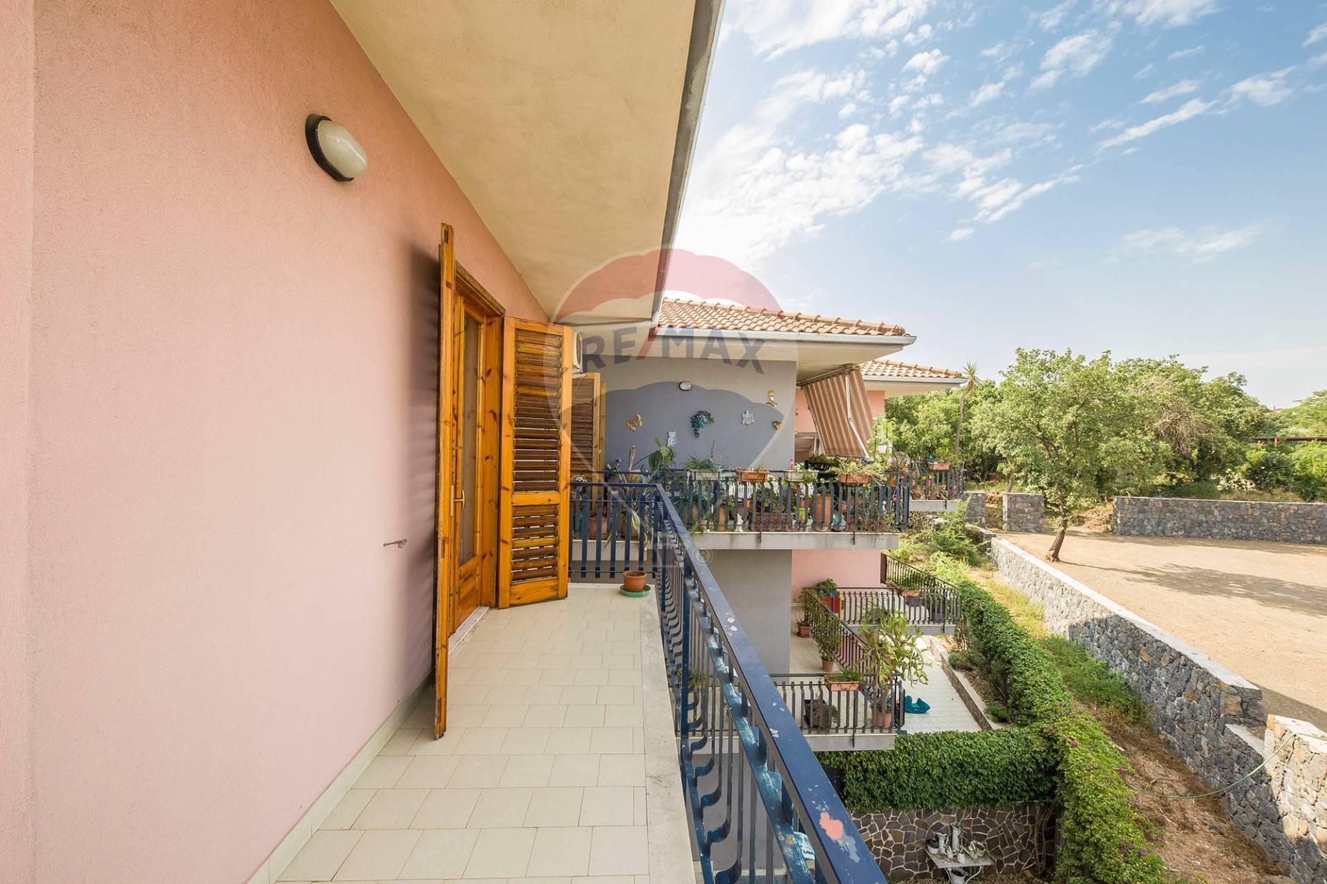 Appartamento in vendita via Lavina Aci Sant'Antonio