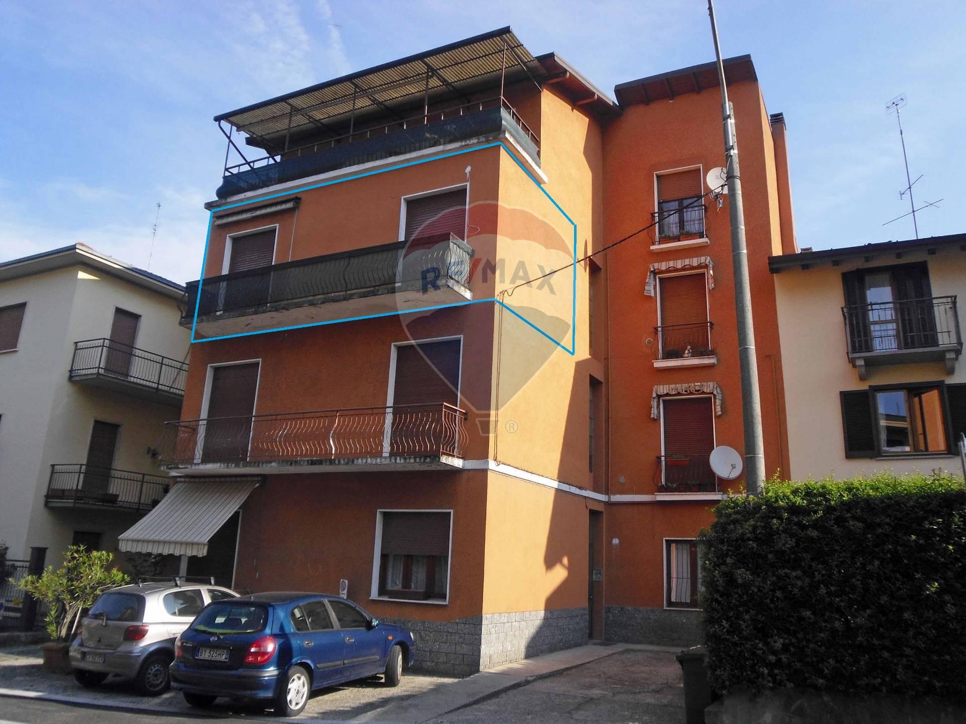 Appartamento in vendita a Luino, 4 locali, prezzo € 79.000 | CambioCasa.it
