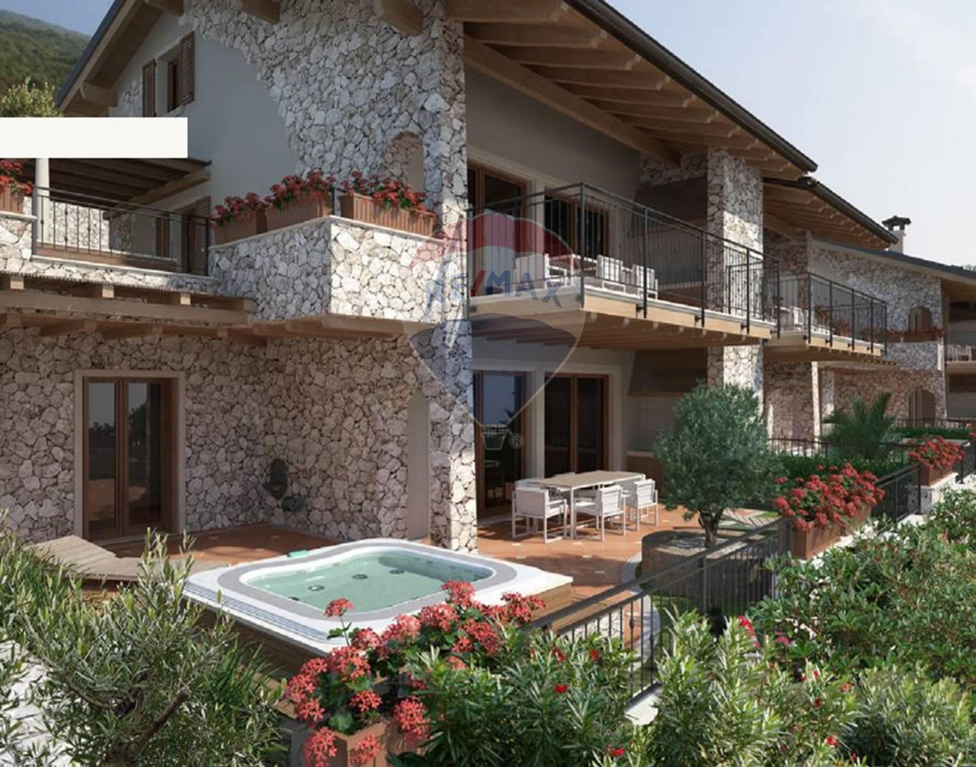 Appartamento in vendita a Brenzone, 6 locali, prezzo € 580.000 | CambioCasa.it
