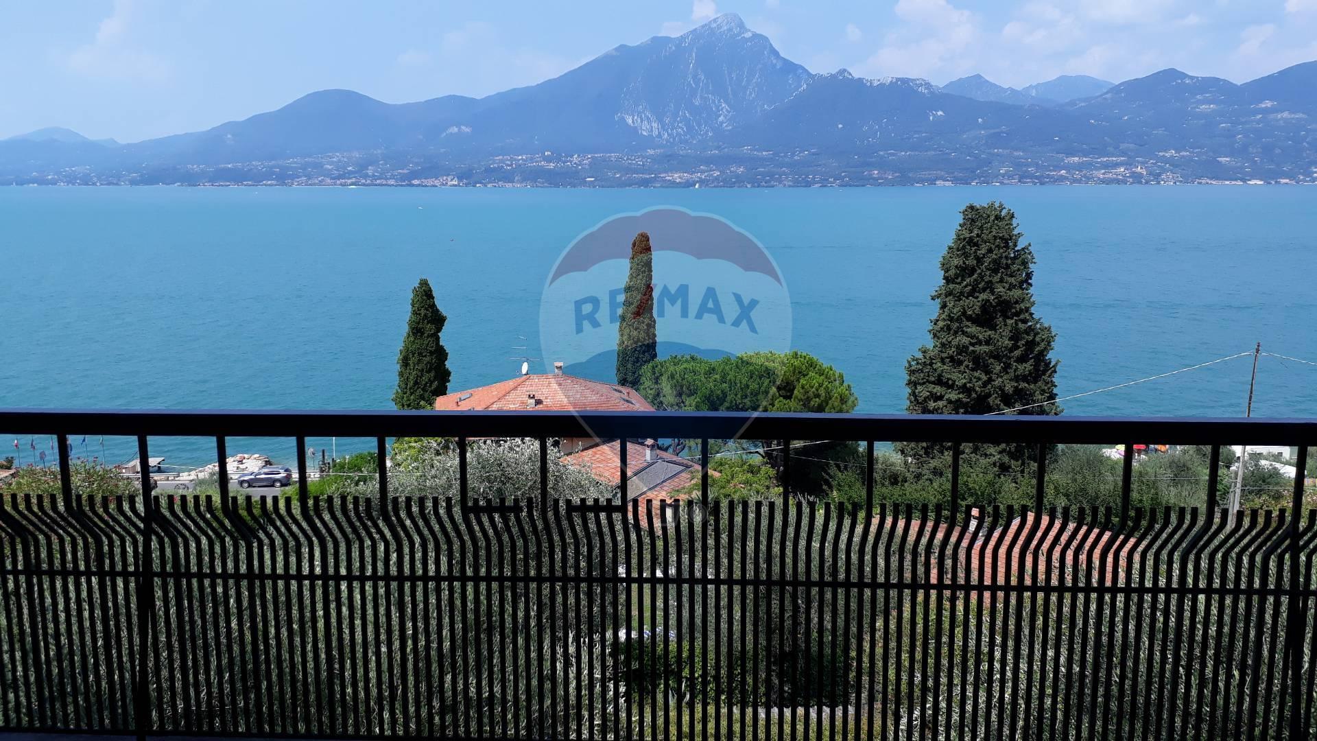 Appartamento in vendita a Torri del Benaco, 5 locali, prezzo € 415.000 | CambioCasa.it