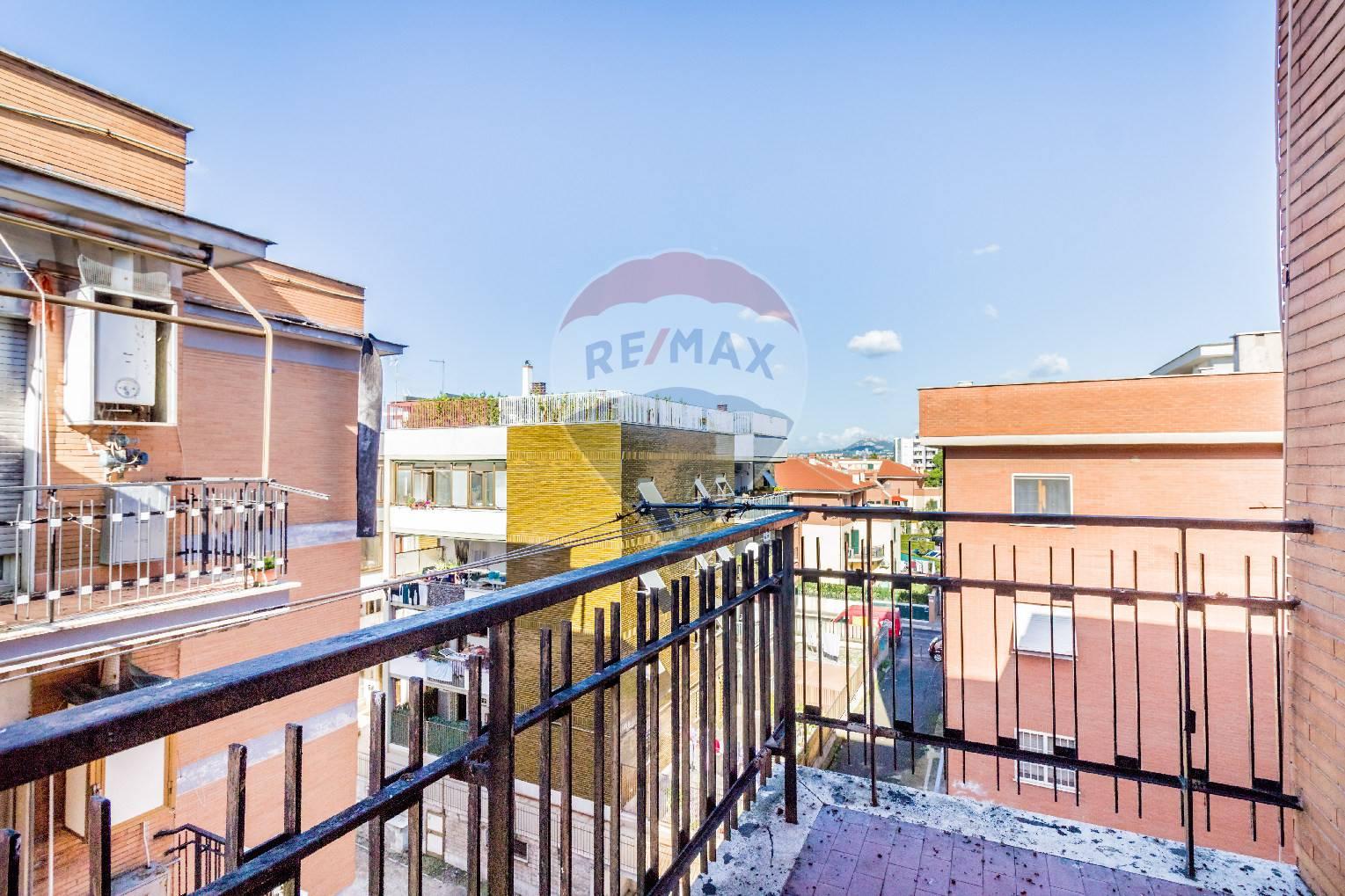 Appartamento in vendita a Tivoli, 3 locali, zona Località: TivoliTerme, prezzo € 100.000 | CambioCasa.it
