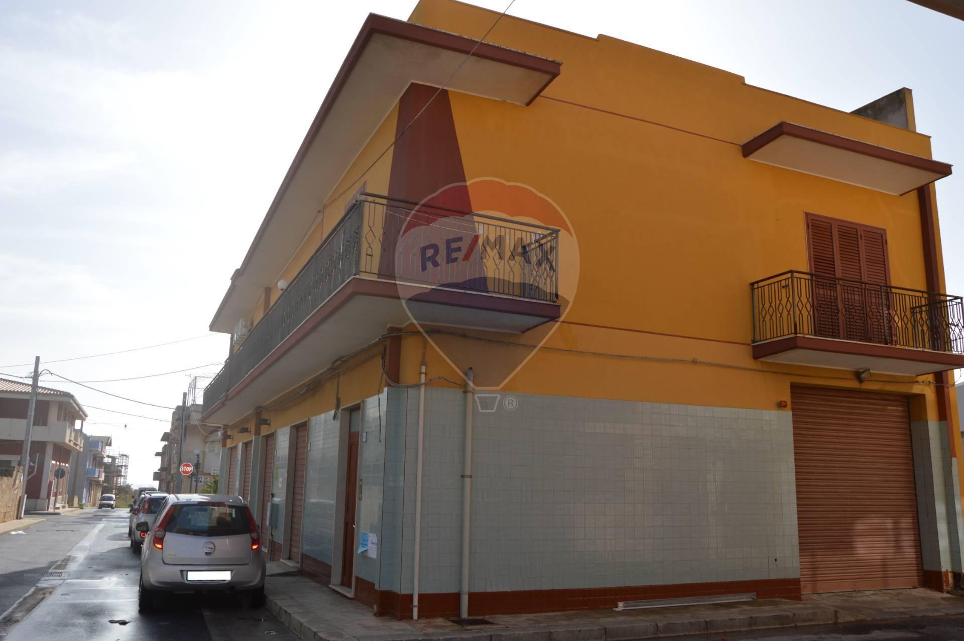 Soluzione Semindipendente in vendita a Portopalo di Capo Passero, 11 locali, prezzo € 200.000   CambioCasa.it