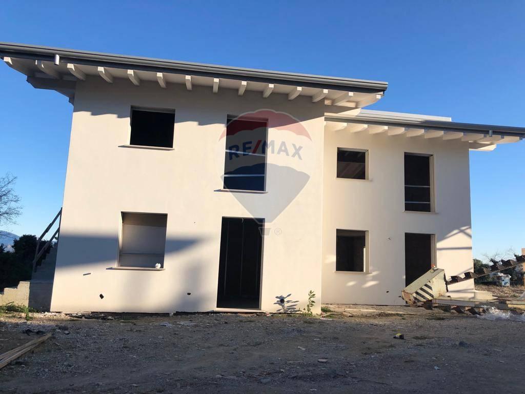 Appartamento in vendita a Polpenazze del Garda, 3 locali, prezzo € 260.000 | CambioCasa.it