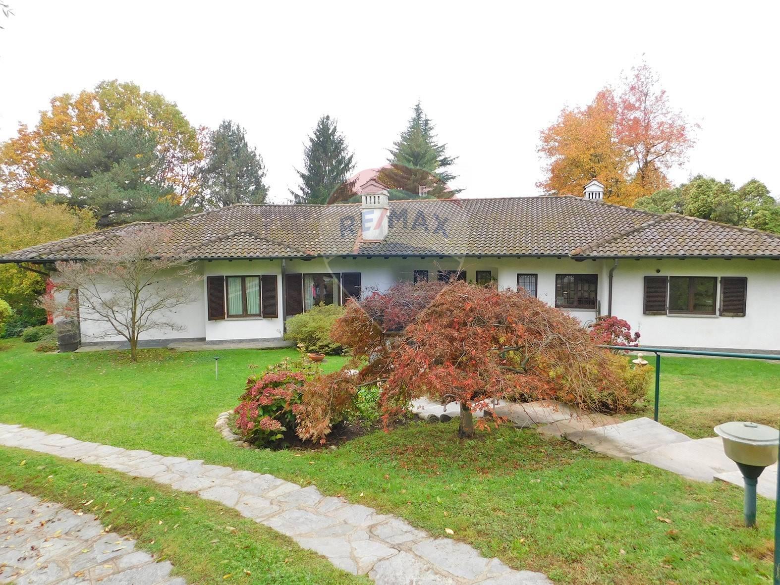 Villa in vendita a Luvinate, 11 locali, zona Località: ilCastello, prezzo € 850.000 | CambioCasa.it