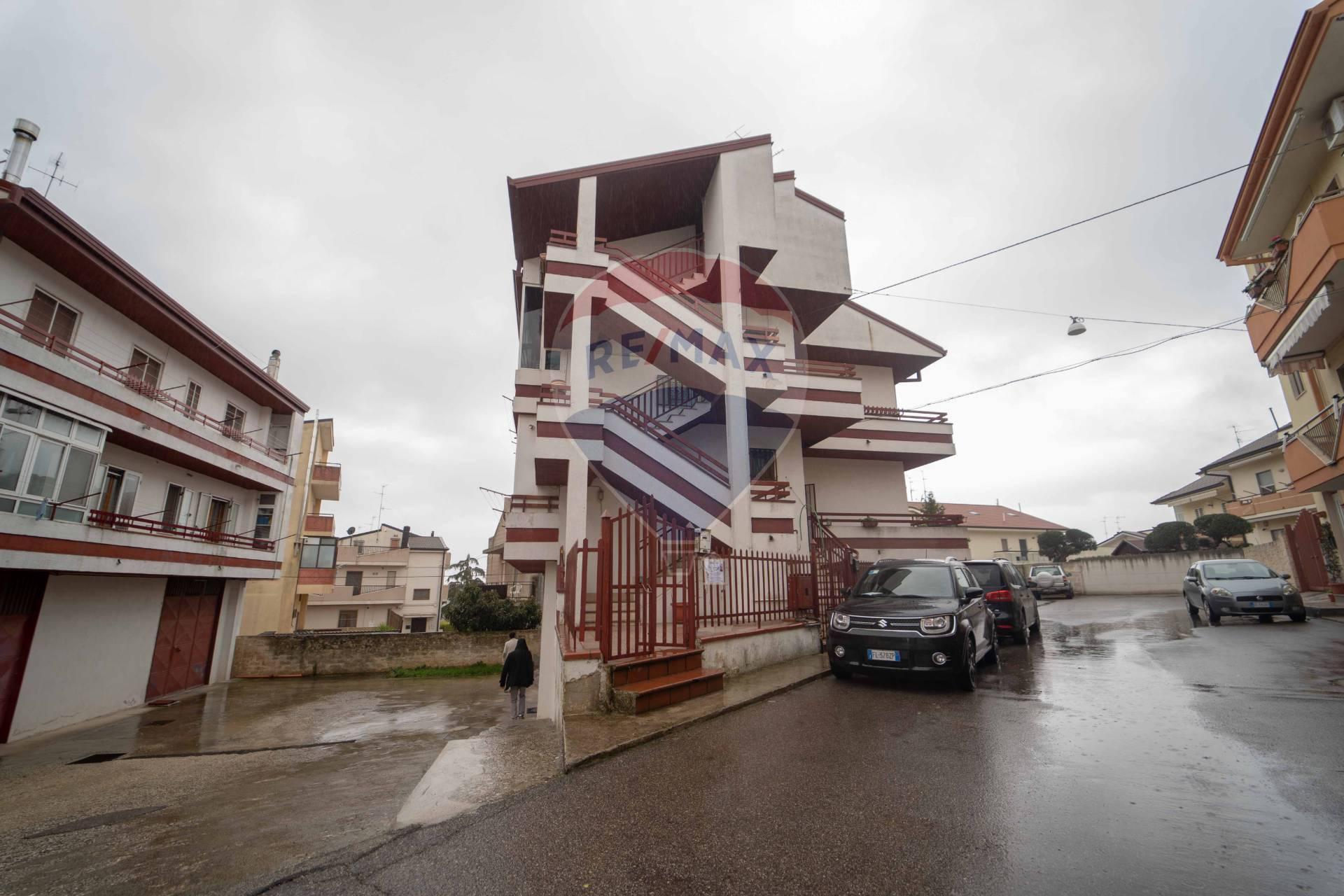 Appartamento in vendita a Santeramo in Colle, 7 locali, prezzo € 150.000 | CambioCasa.it