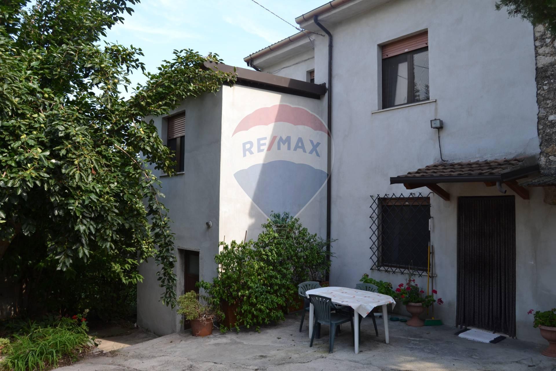 Rustico / Casale in vendita a Mezzane di Sotto, 8 locali, prezzo € 145.000 | CambioCasa.it