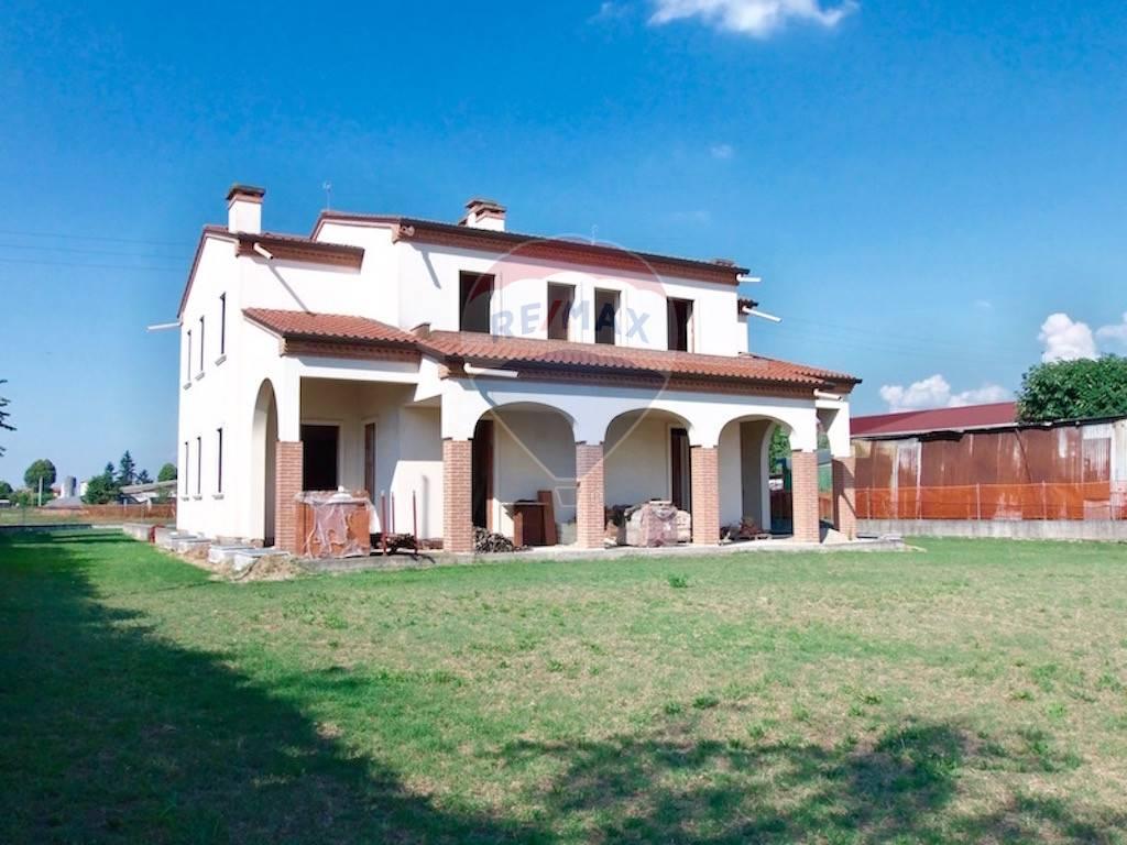 Villa Bifamiliare in vendita a Pojana Maggiore, 5 locali, zona Zona: Cagnano, prezzo € 135.000 | CambioCasa.it