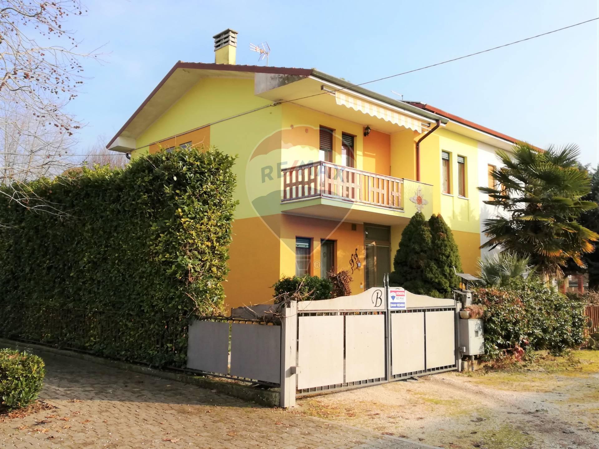 Villa Bifamiliare in vendita a Agugliaro, 5 locali, prezzo € 110.000 | CambioCasa.it