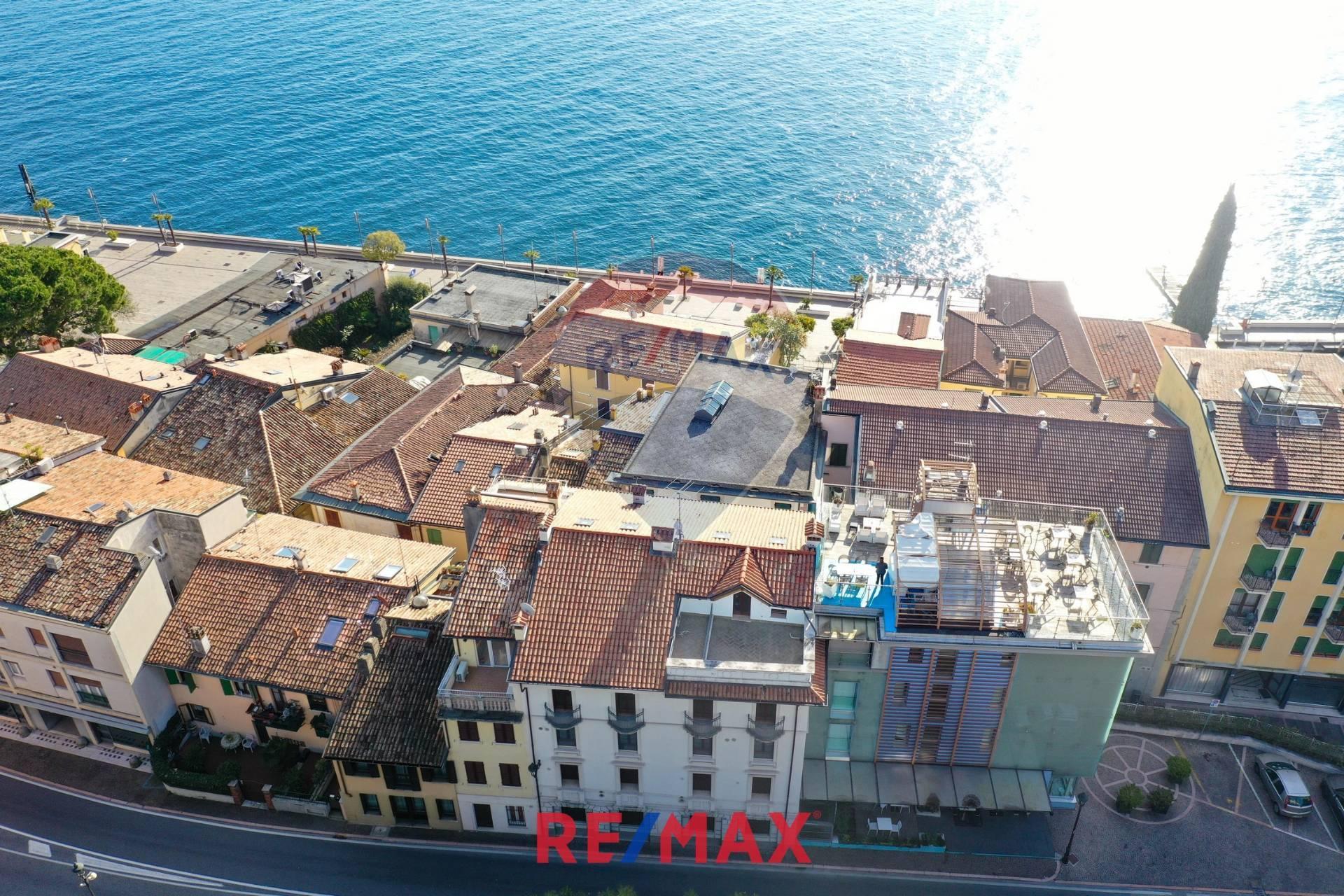 Appartamento in vendita a Gardone Riviera, 4 locali, zona Località: GardoneSotto, prezzo € 275.000 | CambioCasa.it