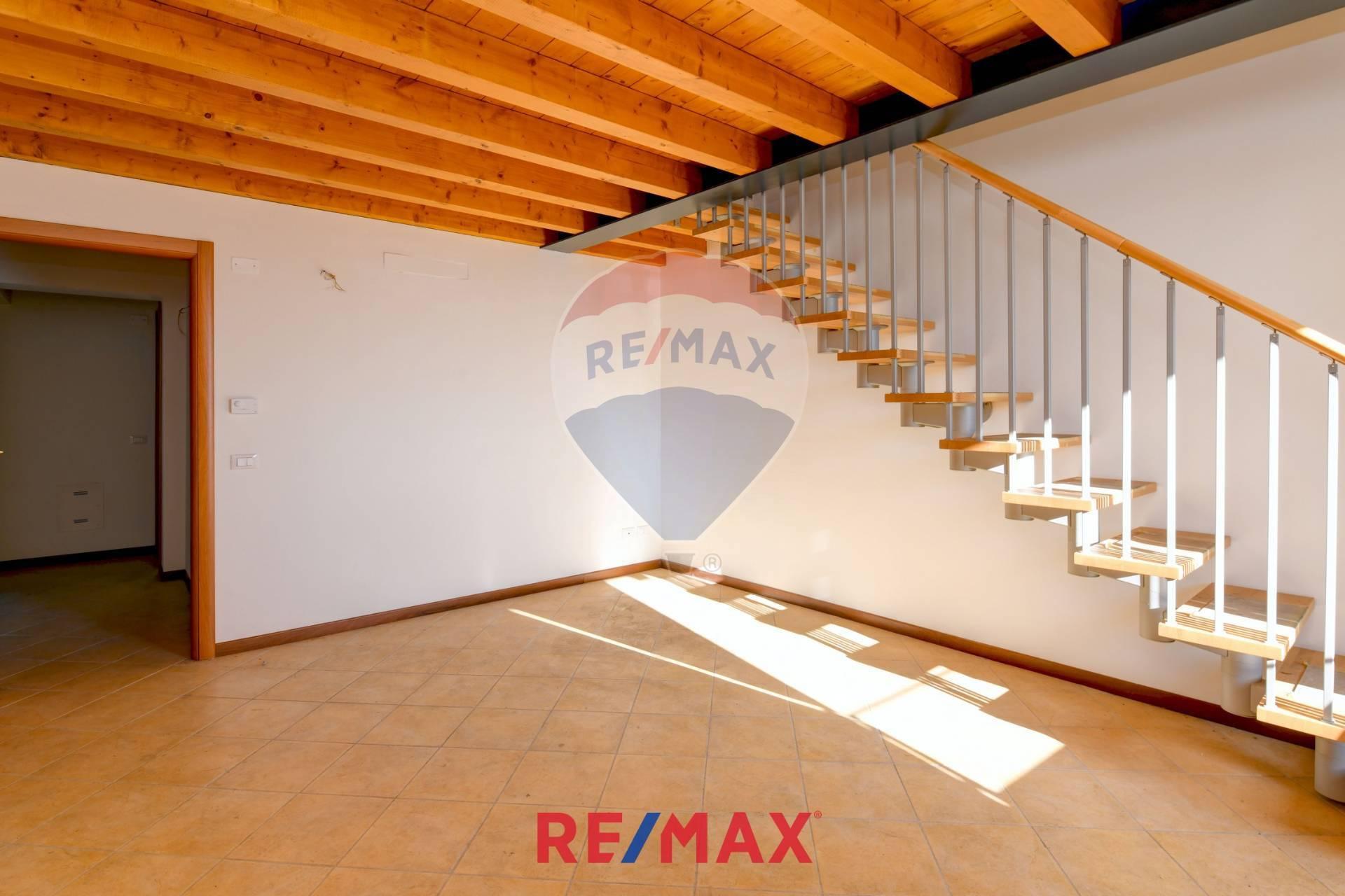 Appartamento in vendita a Gardone Riviera, 5 locali, zona Località: GardoneSotto, prezzo € 309.000 | CambioCasa.it