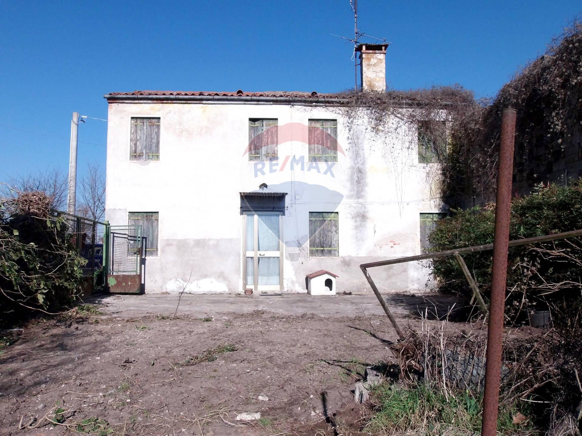 Rustico / Casale in vendita a Pojana Maggiore, 6 locali, zona Zona: Cagnano, prezzo € 39.500 | CambioCasa.it