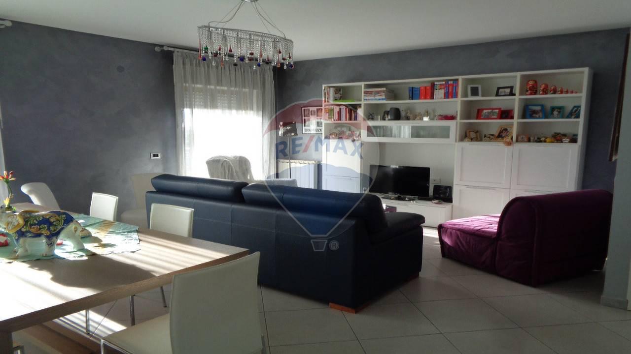 gravina di catania vendita quart:  re/max city home