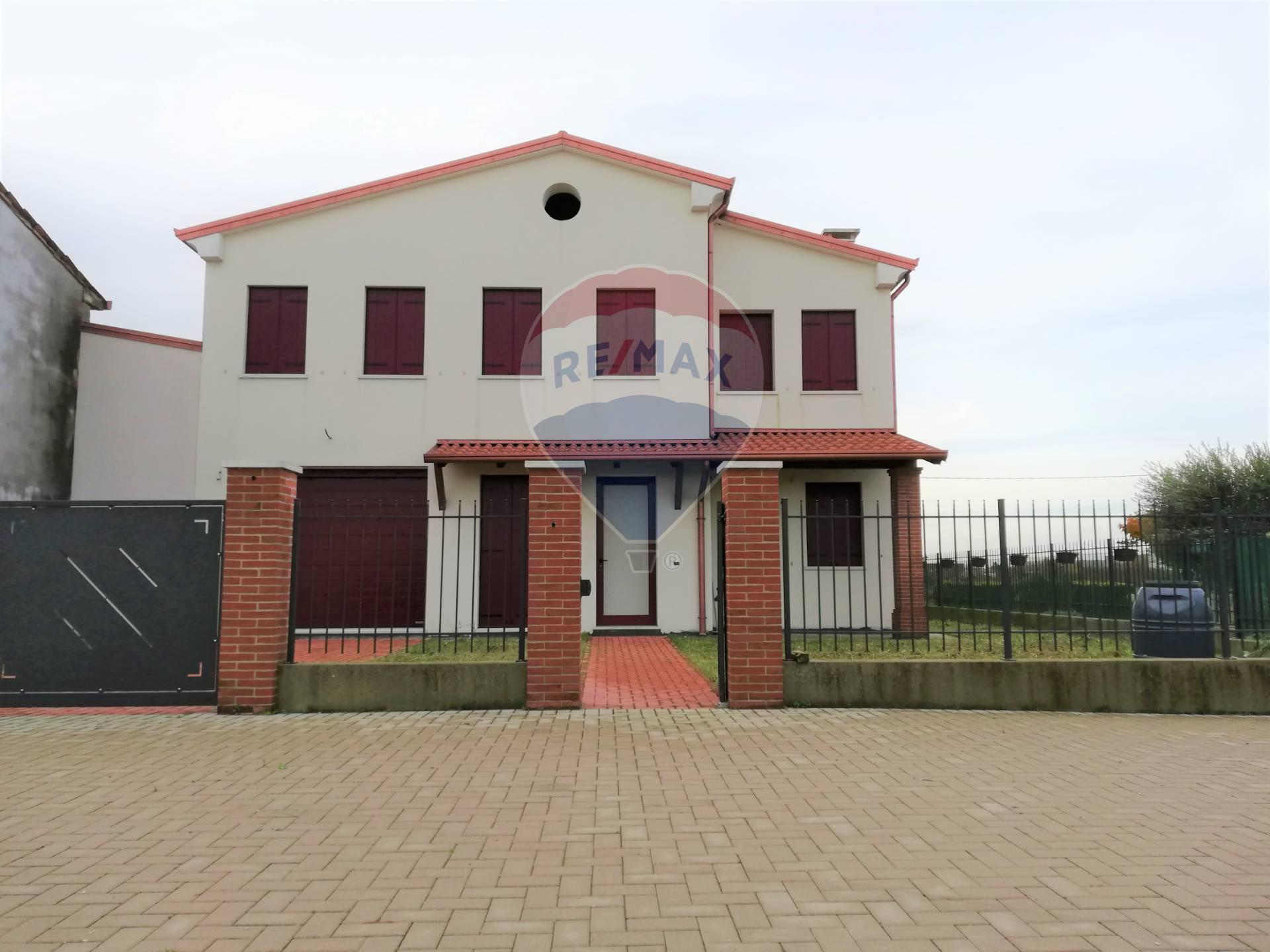Villa Bifamiliare in vendita a Pojana Maggiore, 4 locali, zona Zona: Cagnano, prezzo € 140.000 | CambioCasa.it