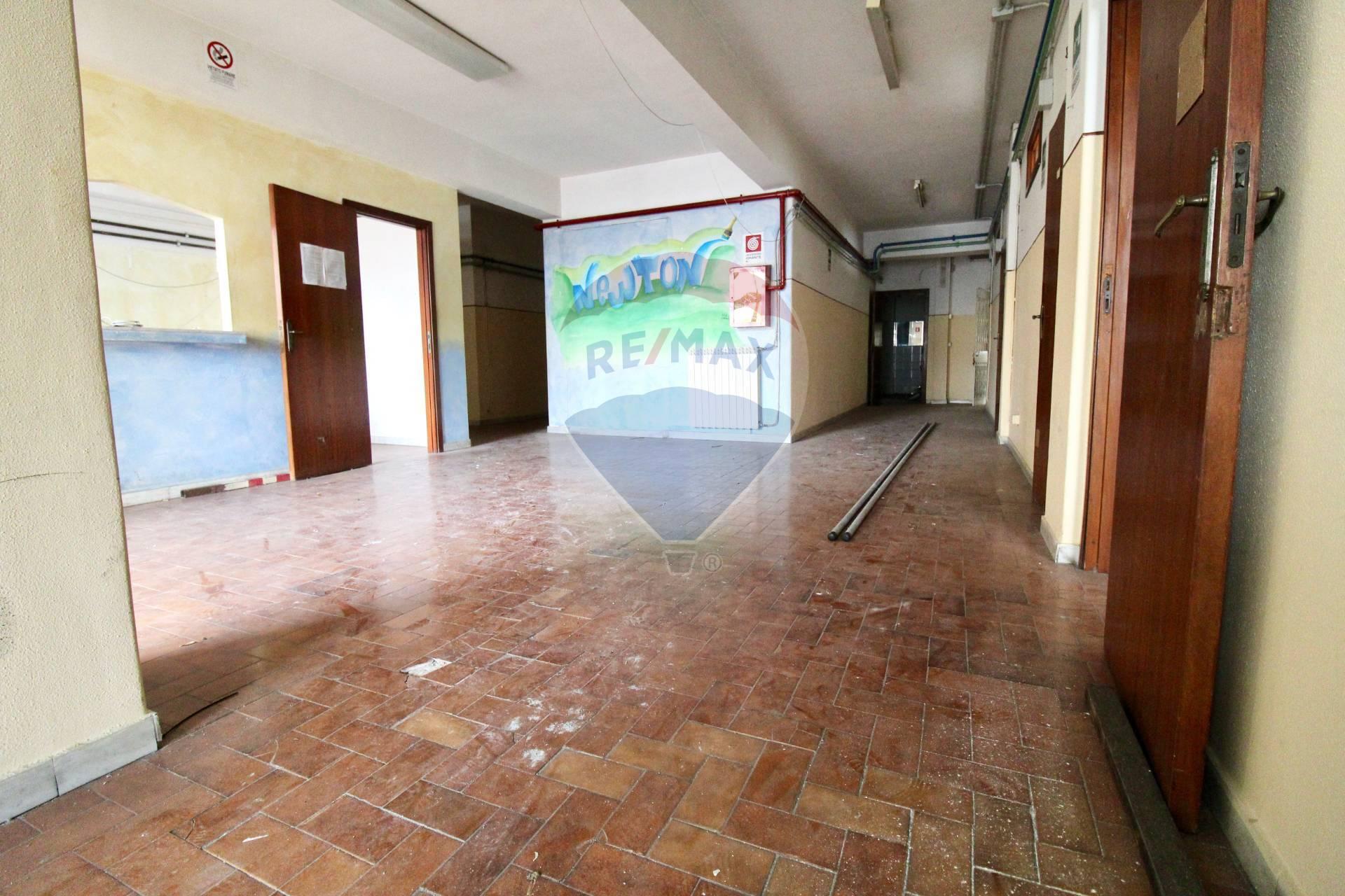 Negozio / Locale in affitto a San Giovanni la Punta, 9999 locali, prezzo € 1.800 | CambioCasa.it