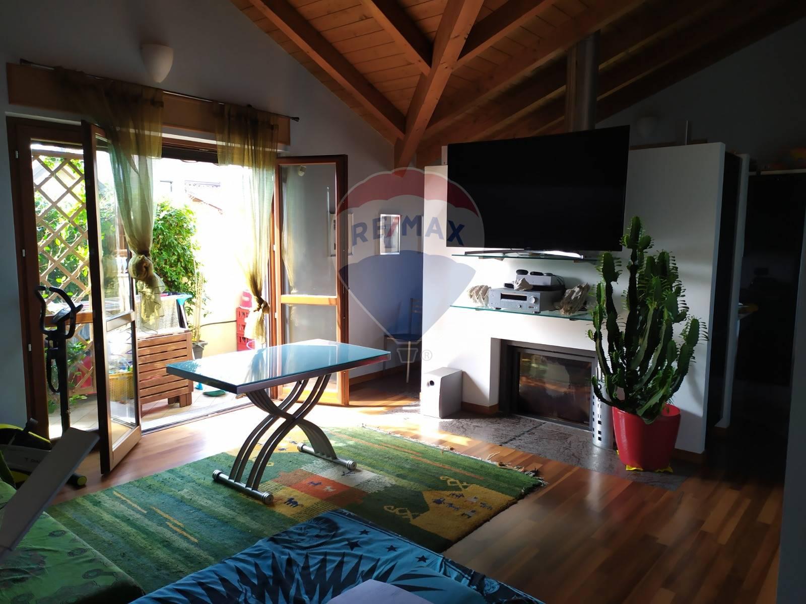 Appartamento in vendita a Origgio, 2 locali, prezzo € 165.000   CambioCasa.it