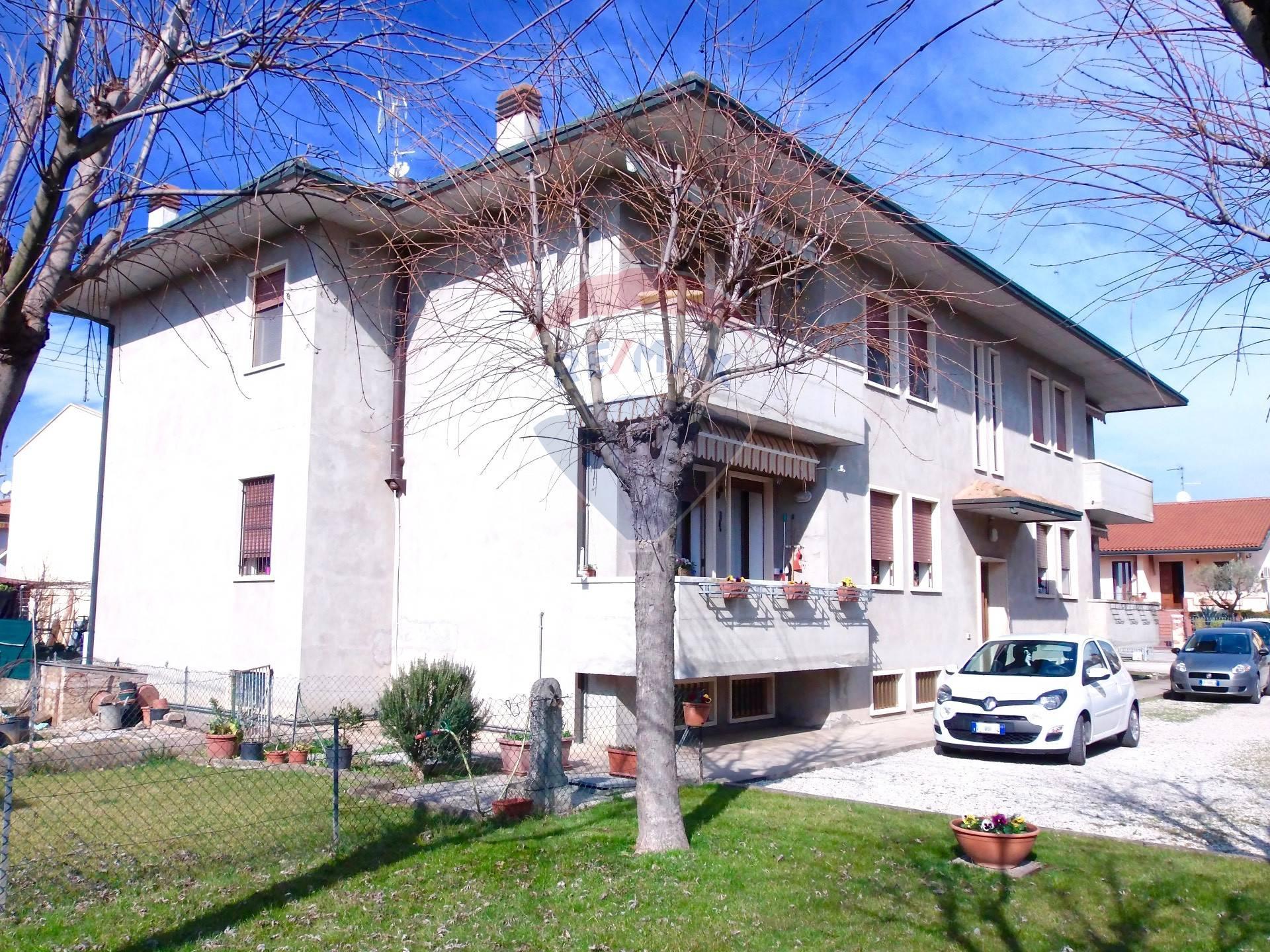 Appartamento in vendita a Pojana Maggiore, 5 locali, zona Zona: Cagnano, prezzo € 74.000 | CambioCasa.it