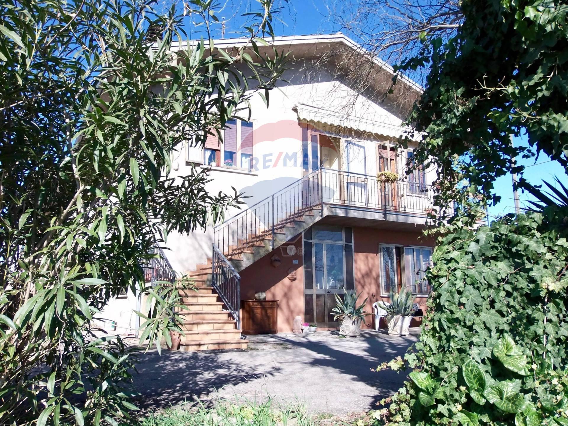 Villa Bifamiliare in vendita a Pojana Maggiore, 5 locali, prezzo € 68.000 | CambioCasa.it