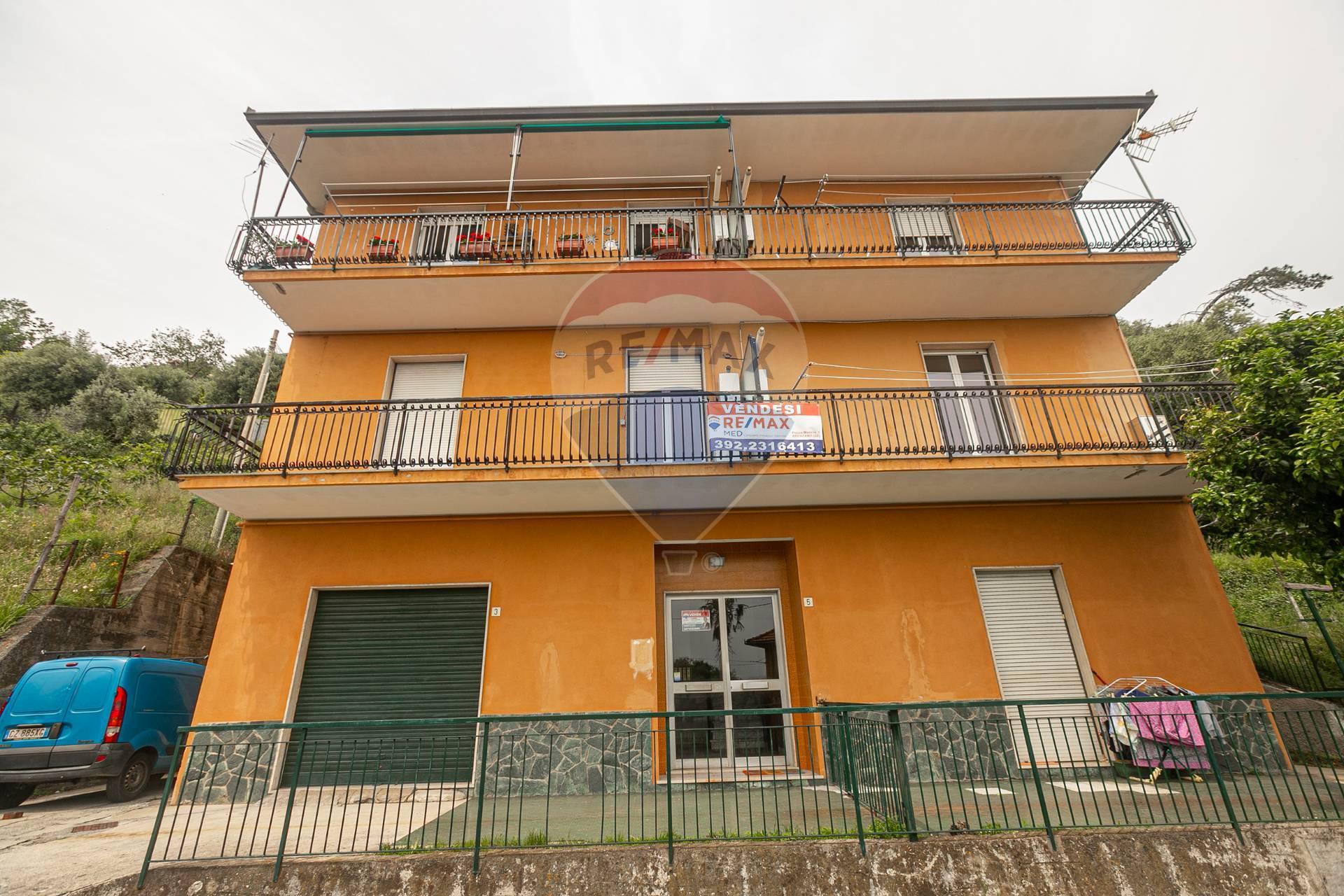 Appartamento in vendita a Cogoleto, 3 locali, zona Zona: Sciarborasca, prezzo € 149.000 | CambioCasa.it