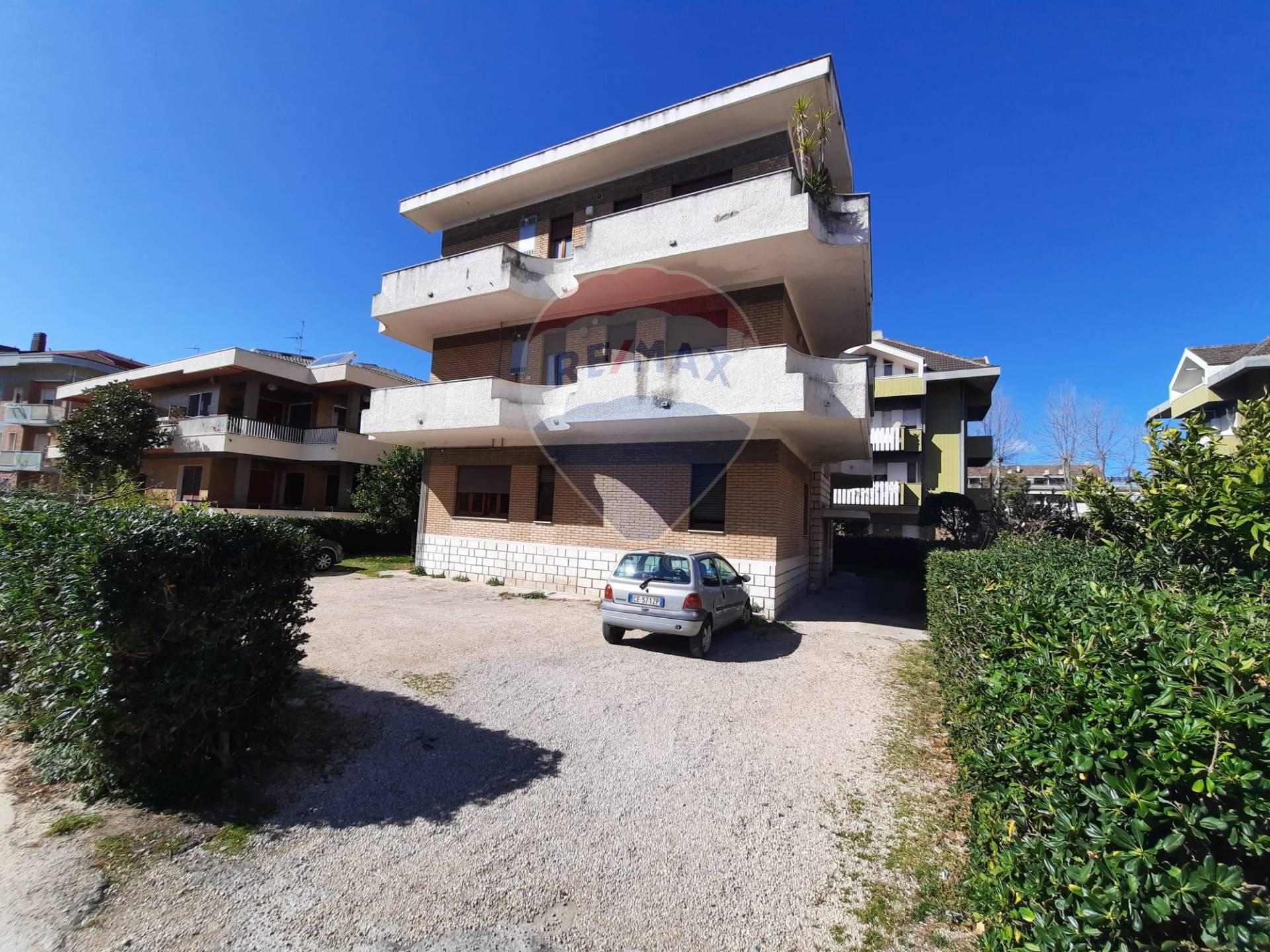 Appartamento in vendita a Francavilla al Mare, 4 locali, zona Località: FasciaLitoraleNord, prezzo € 75.000 | CambioCasa.it