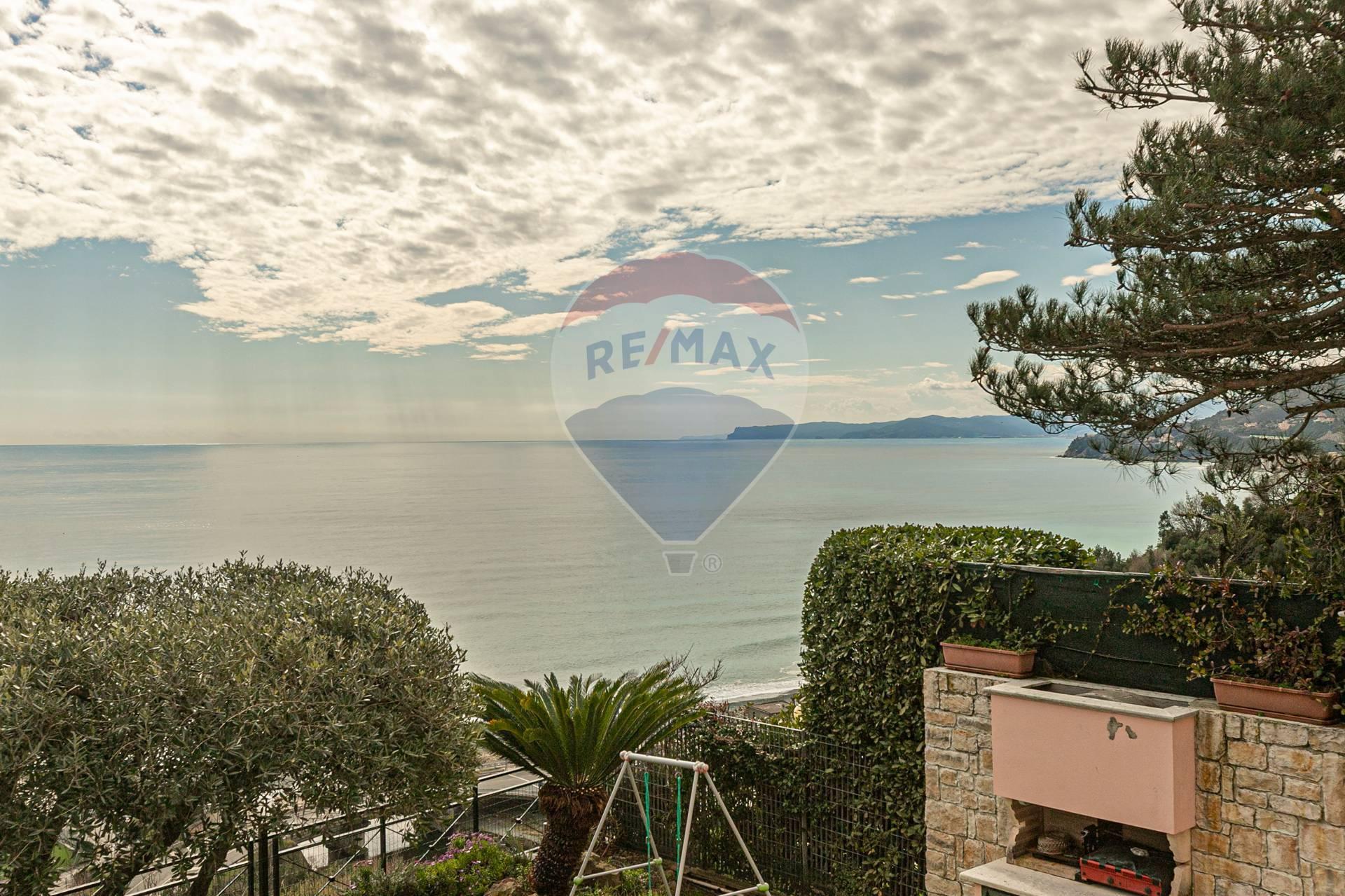 Appartamento in vendita a Arenzano, 3 locali, zona Località: PinetadiArenzano, prezzo € 150.000 | CambioCasa.it
