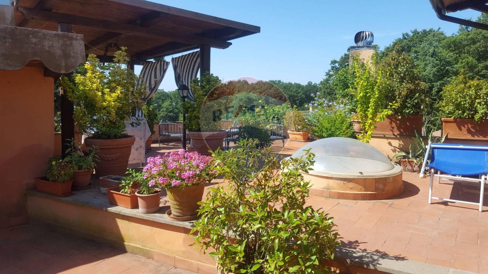 Villa in vendita a Trevignano Romano, 10 locali, prezzo € 560.000   CambioCasa.it