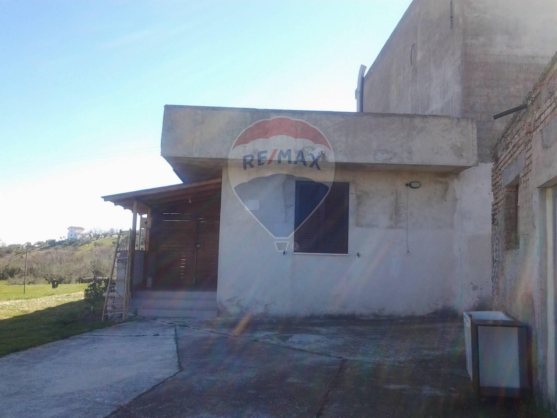 Soluzione Indipendente in vendita a Bucchianico, 6 locali, prezzo € 90.000 | CambioCasa.it