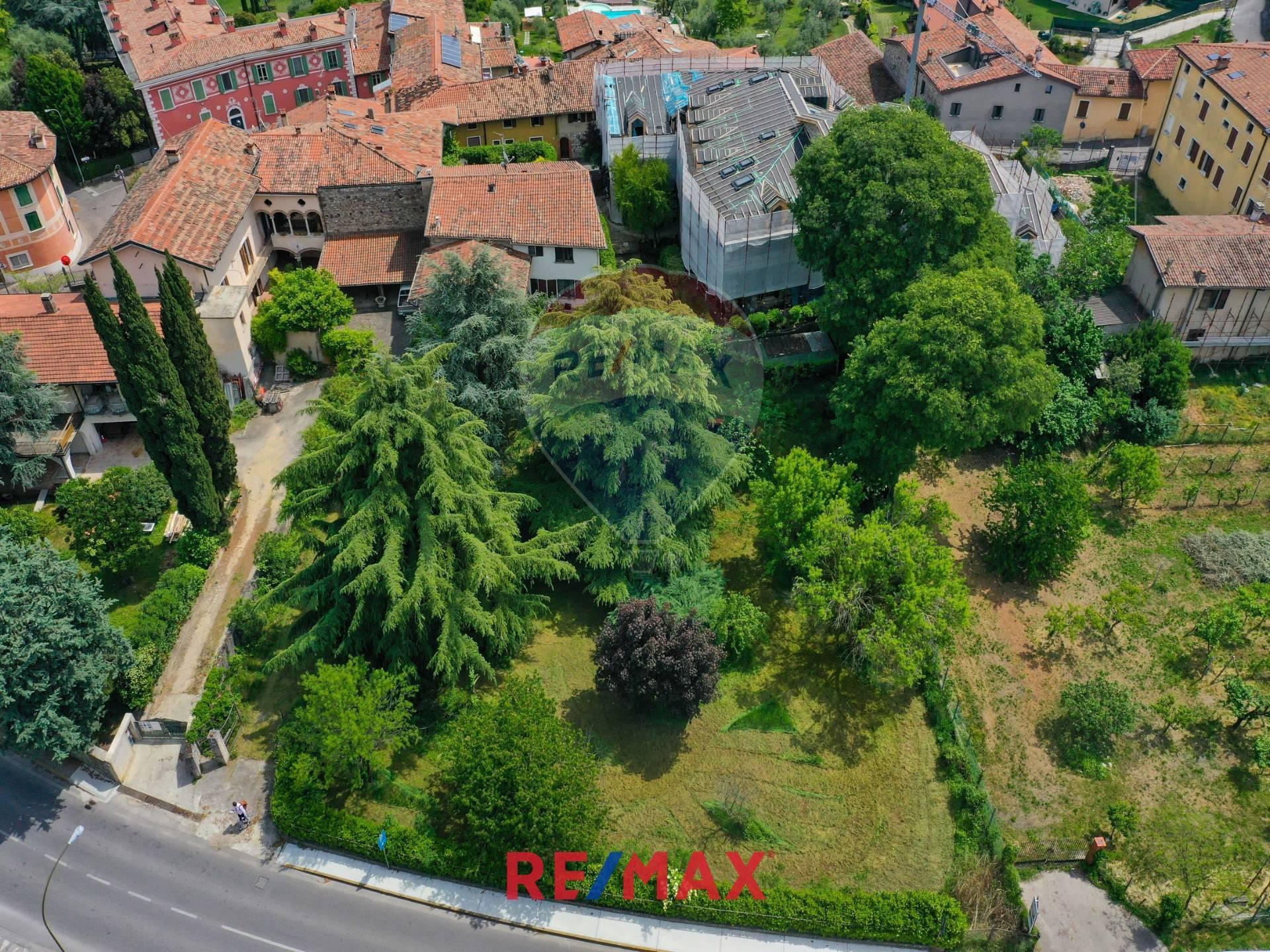 Soluzione Indipendente in vendita a Soiano del Lago, 16 locali, prezzo € 700.000   CambioCasa.it
