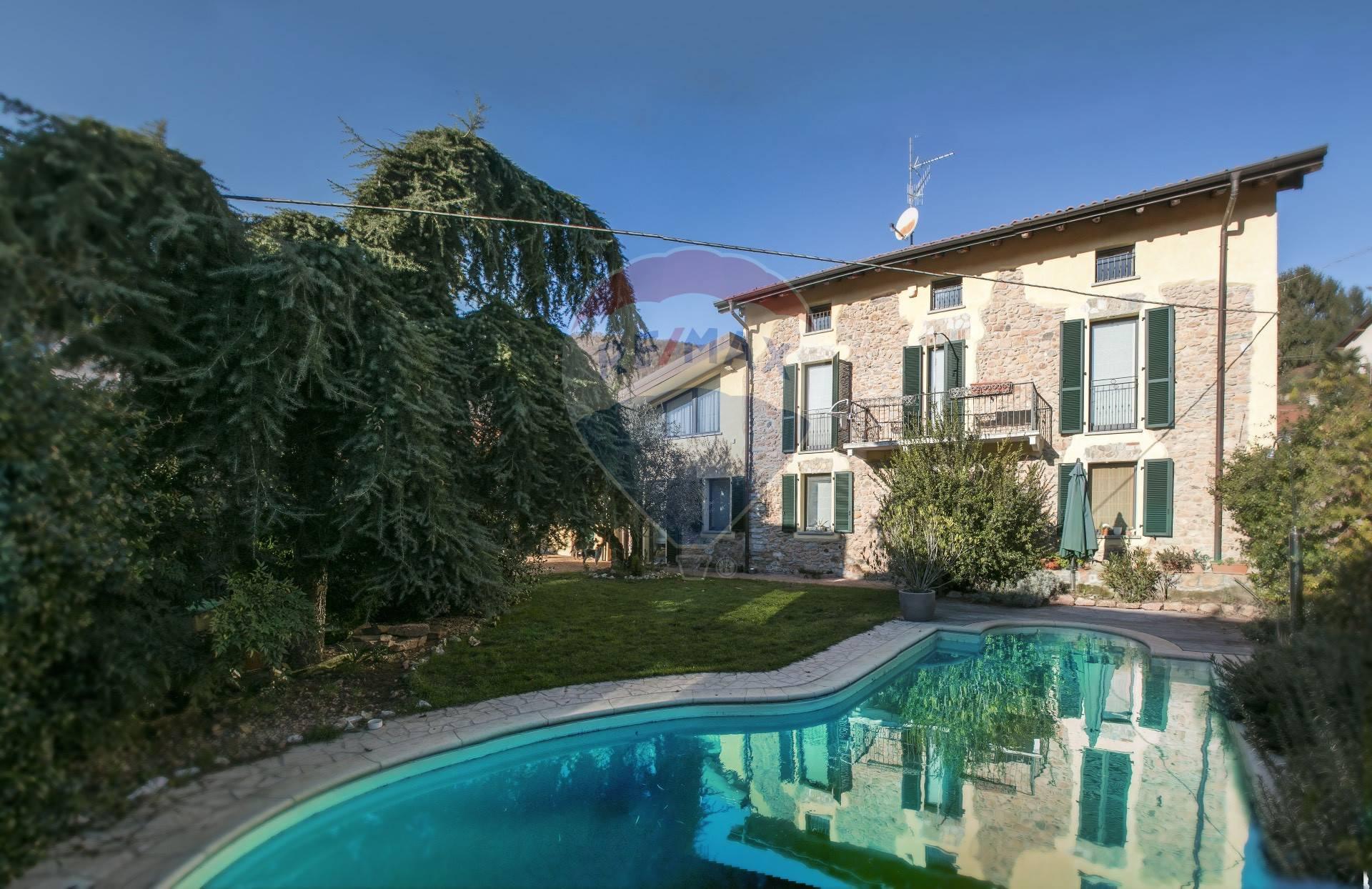 Villa in vendita a Cuasso al Monte, 7 locali, prezzo € 350.000 | CambioCasa.it