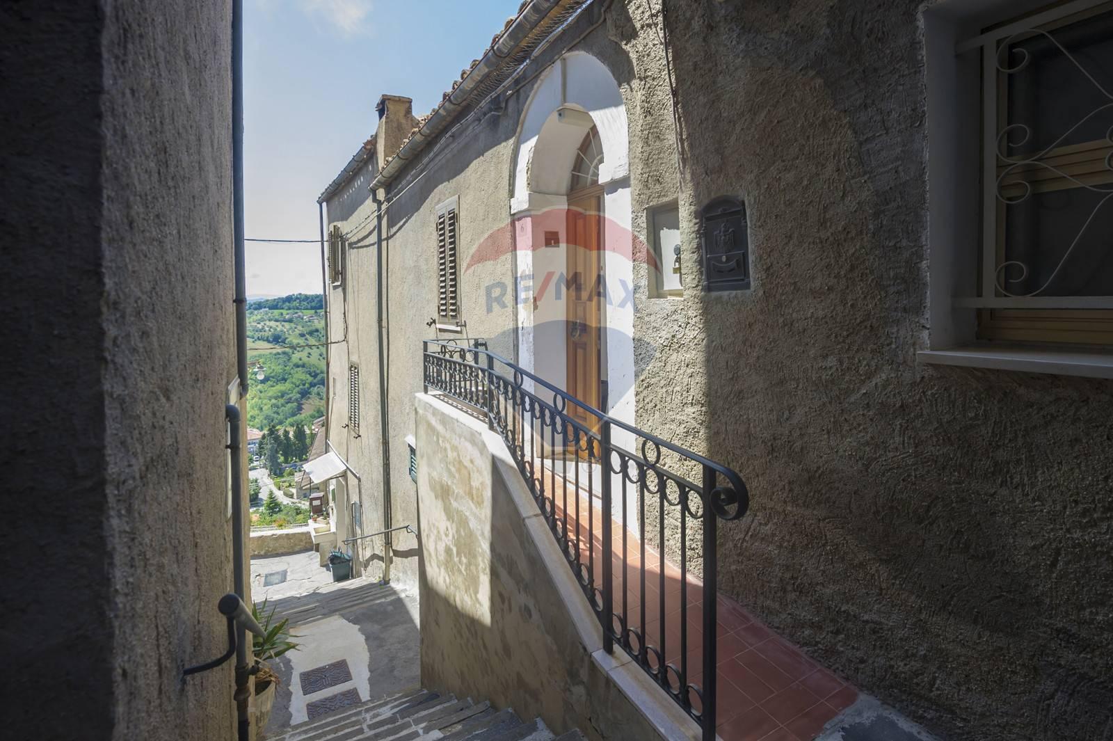 Soluzione Indipendente in vendita a Bucchianico, 9 locali, prezzo € 89.000 | CambioCasa.it