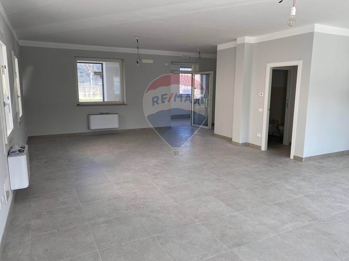 Ufficio / Studio in vendita a Lavagno, 9999 locali, zona Zona: Vago, prezzo € 155.000 | CambioCasa.it