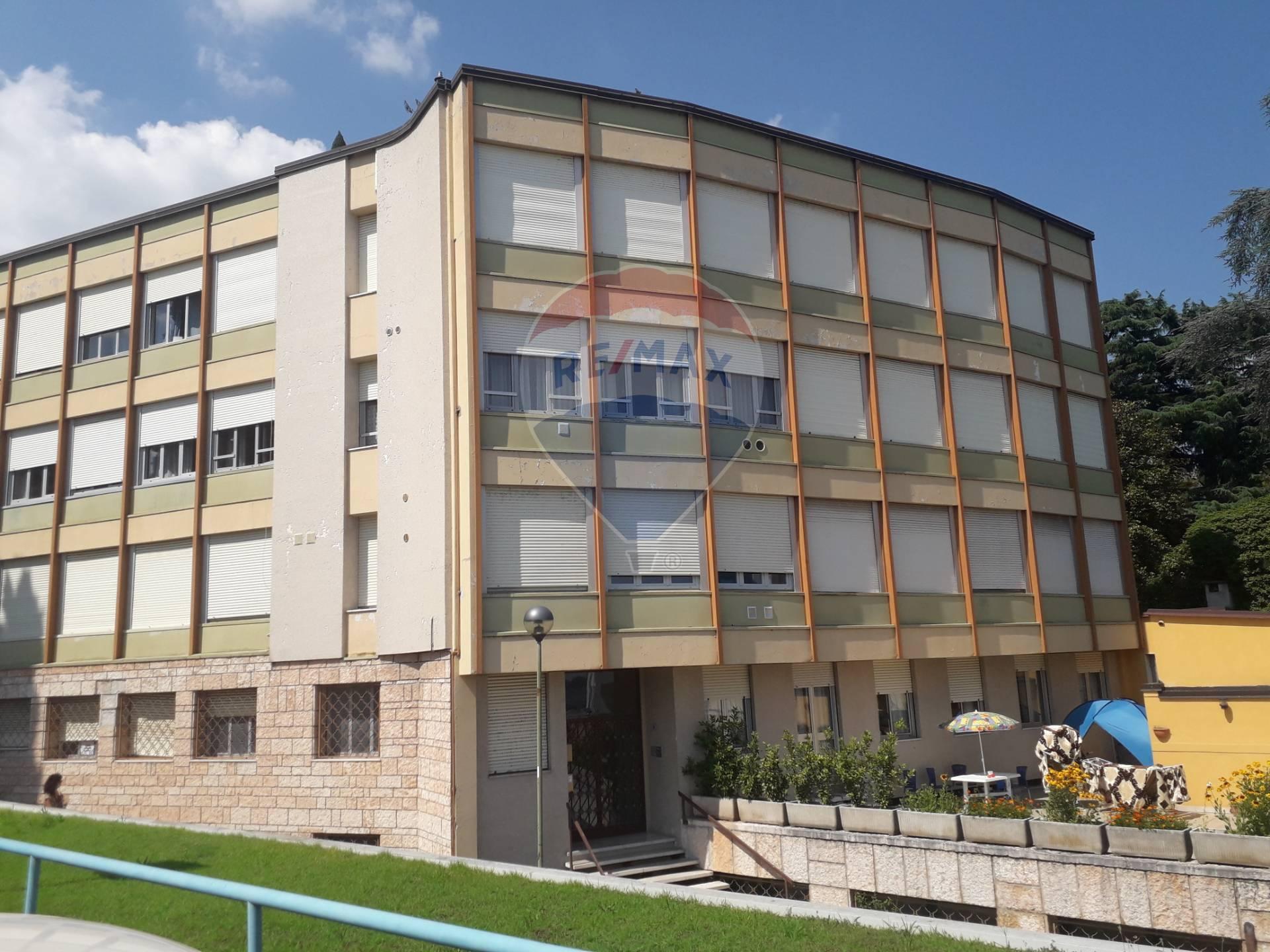 Appartamento in vendita a Gardone Riviera, 3 locali, zona Località: GardoneSotto, prezzo € 130.000 | CambioCasa.it