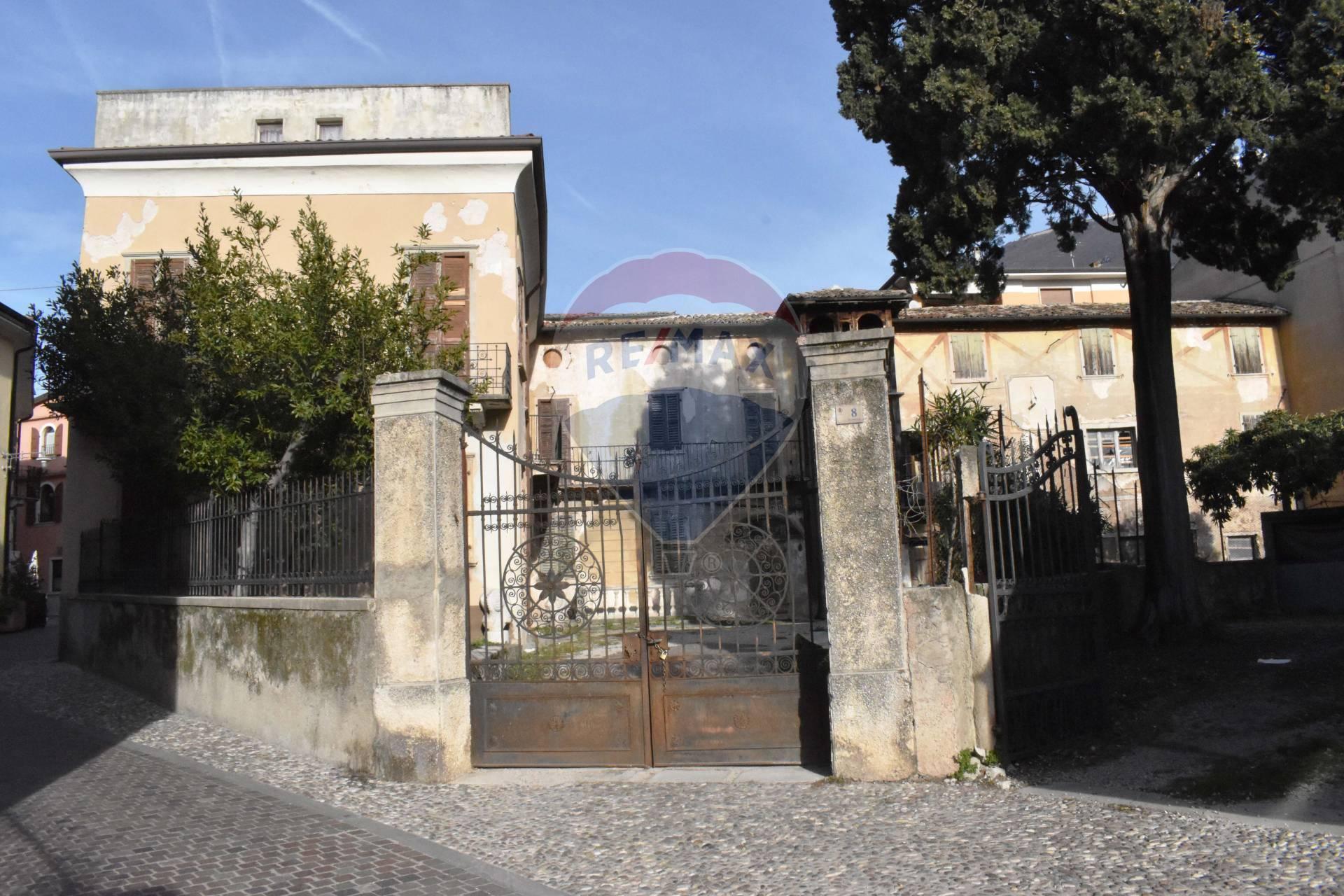 Rustico / Casale in vendita a Malcesine, 24 locali, Trattative riservate | CambioCasa.it