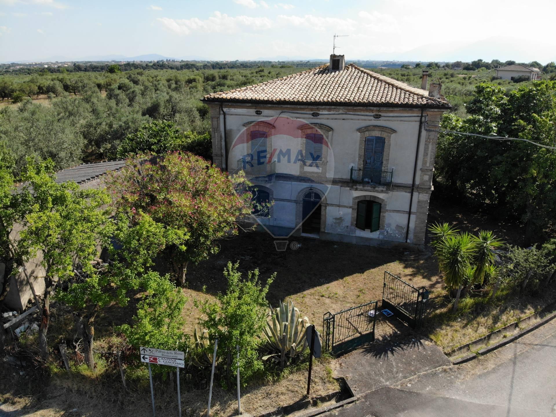 Rustico / Casale in vendita a Rocca San Giovanni, 7 locali, prezzo € 170.000 | CambioCasa.it