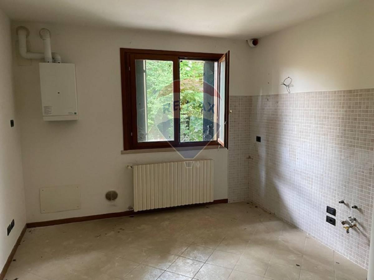 Appartamento in vendita a Sanguinetto, 2 locali, prezzo € 35.000   CambioCasa.it