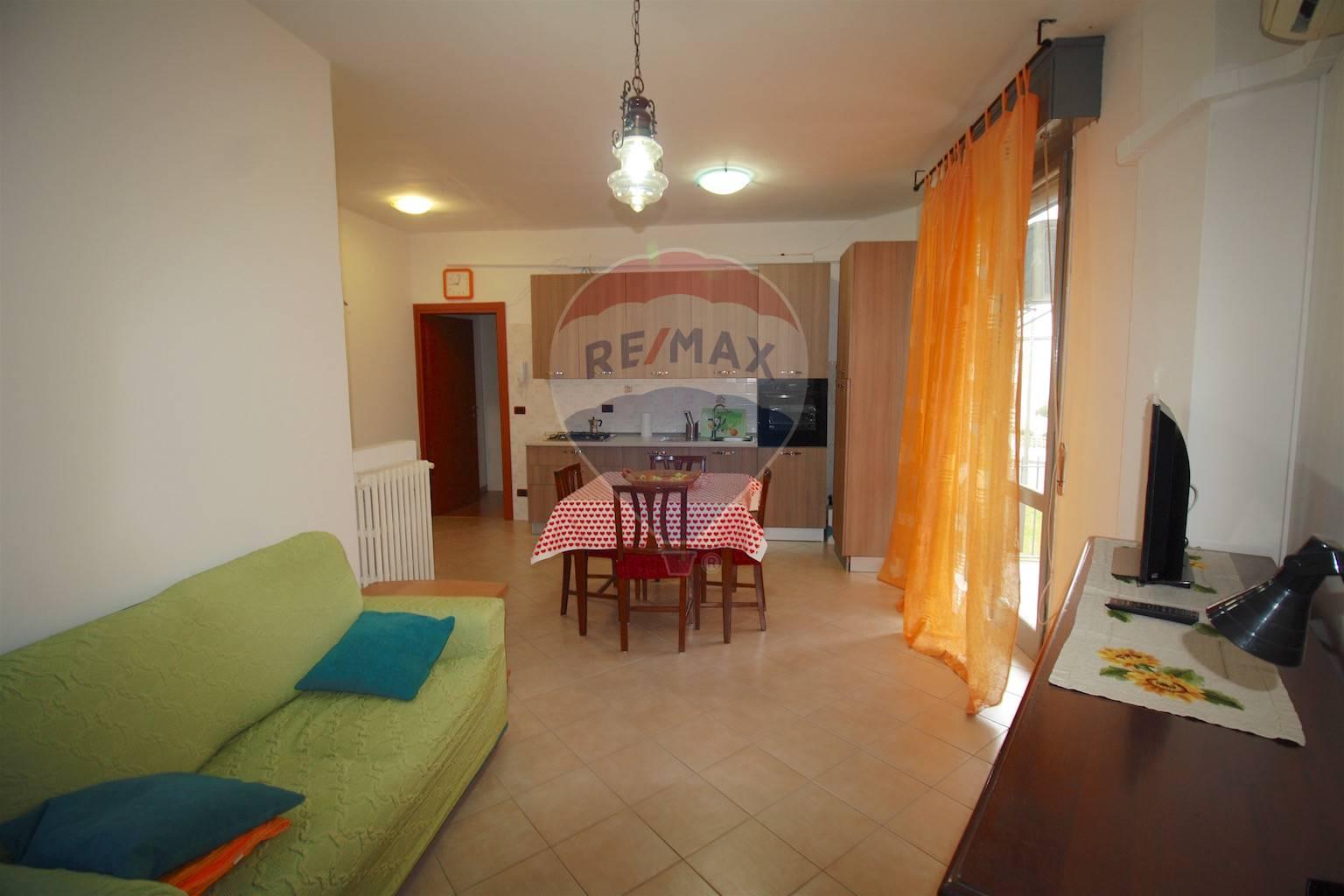 Appartamento in vendita a Sant'Ilario d'Enza, 3 locali, prezzo € 80.000 | CambioCasa.it