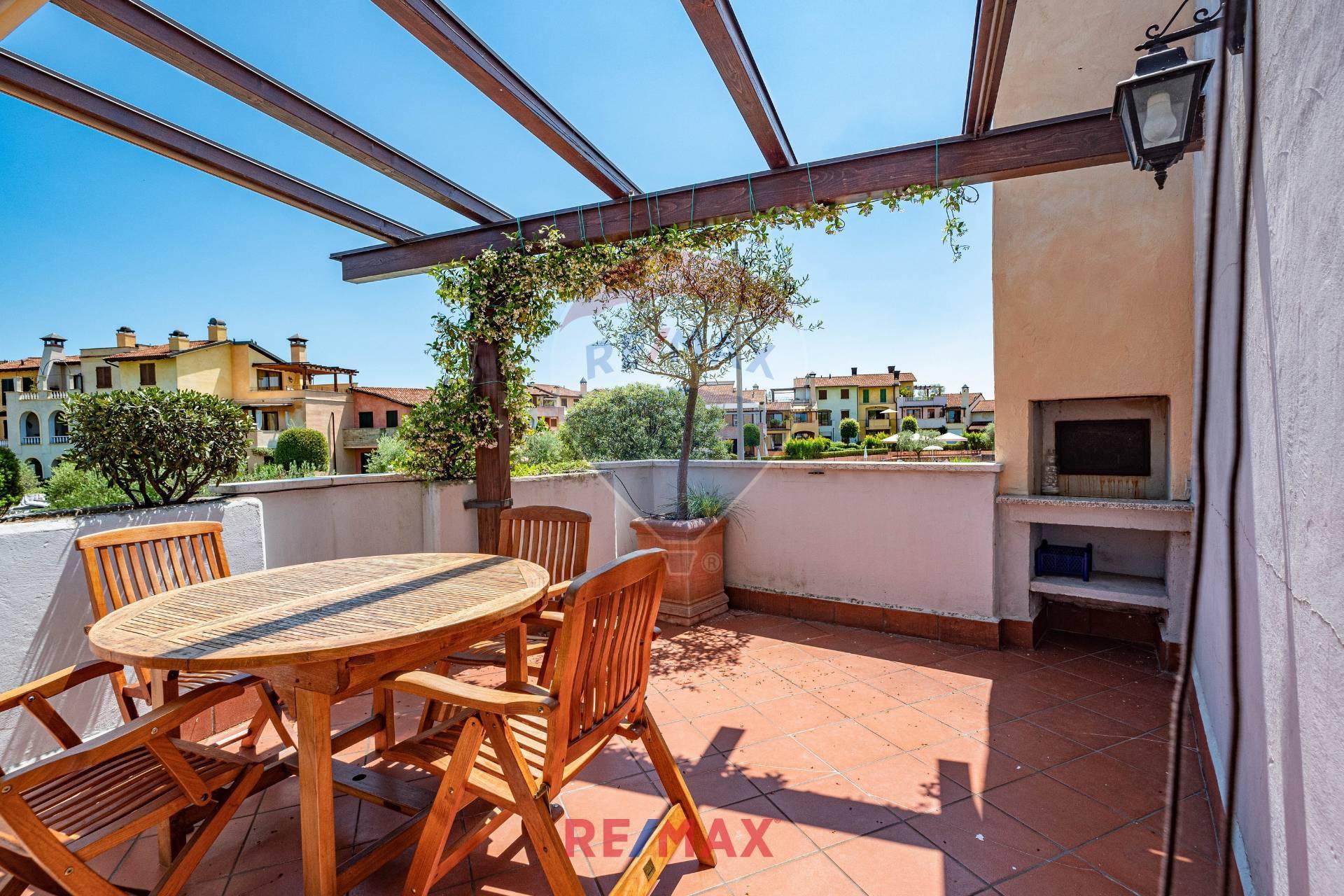 Appartamento in vendita a Peschiera del Garda, 3 locali, prezzo € 264.000 | CambioCasa.it