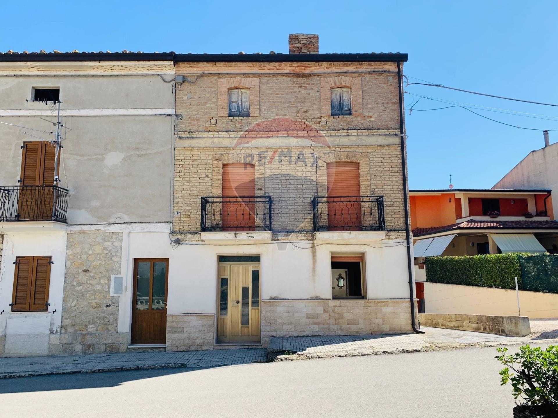 Soluzione Semindipendente in vendita a Atessa, 8 locali, prezzo € 39.000   CambioCasa.it