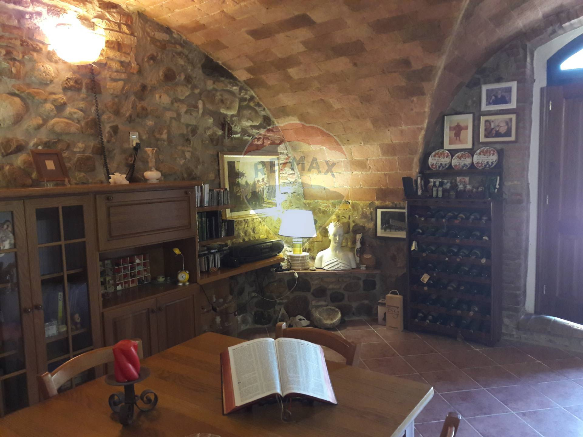 Appartamento in vendita a Volterra, 3 locali, zona Località: PratodEra, prezzo € 150.000 | CambioCasa.it