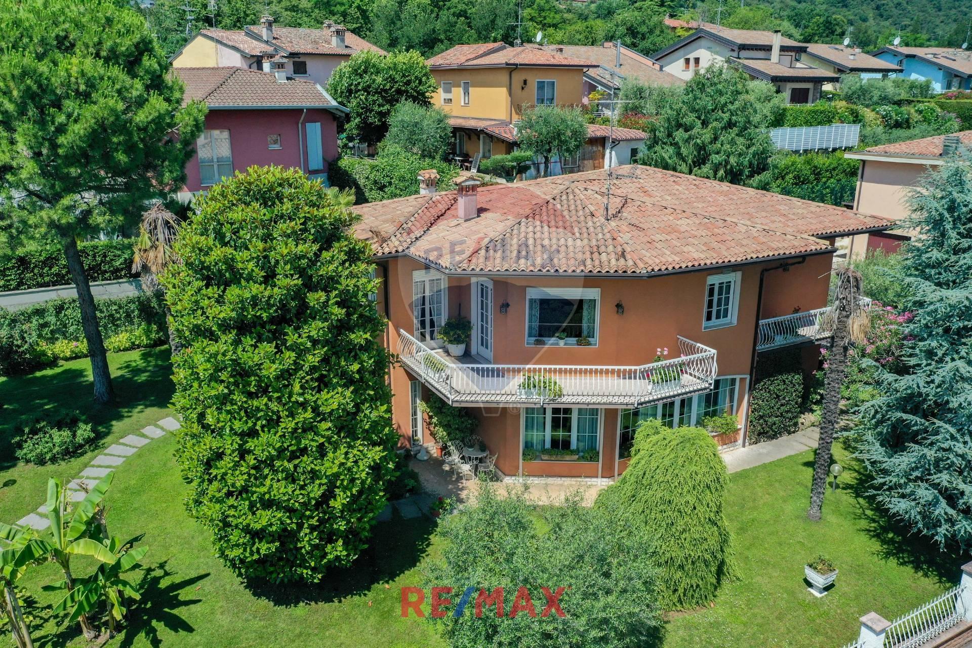 Villa in vendita a Lonato, 7 locali, zona Zona: Barcuzzi, prezzo € 500.000 | CambioCasa.it