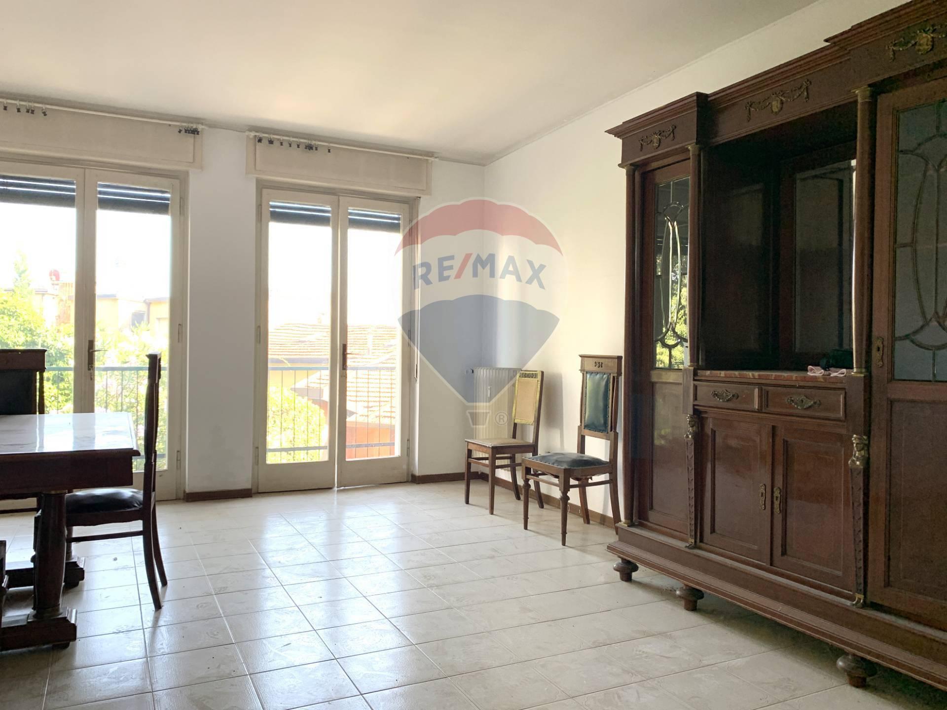 Appartamento in vendita a Gardone Riviera, 4 locali, prezzo € 155.000 | CambioCasa.it